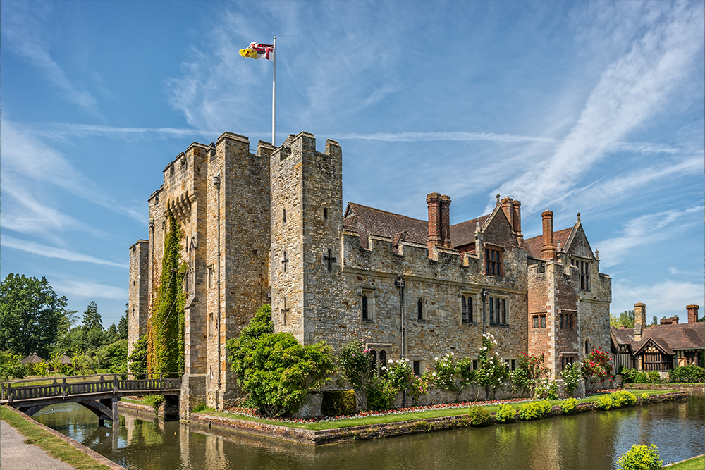 Hever Castle & Gardens <sup>16.2 miles (37-minute drive)</sup>